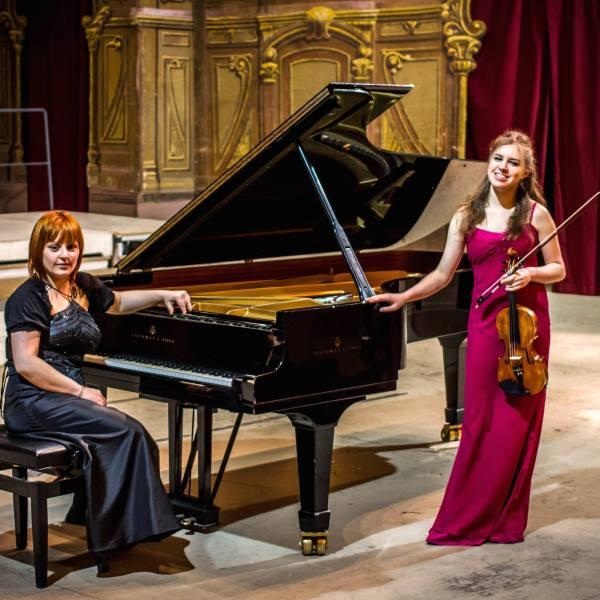 Con la violinista Cecilia Cartoceti